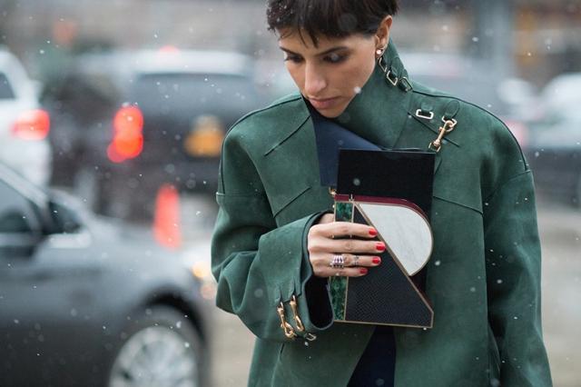 street style ot nu iork sedmicata na modata zeleno palto