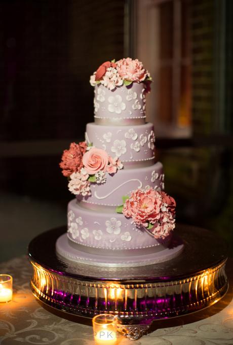 svatbena torta lilava cvetq