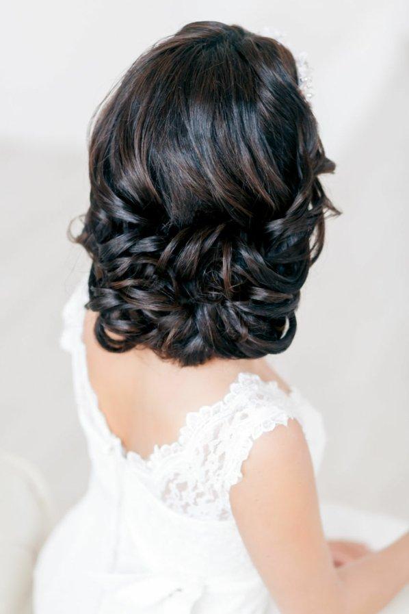 svatbeni pricheski pribrana kosa kudrici