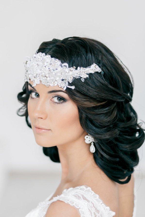 svatbeni pricheski s aksesoar za kosa