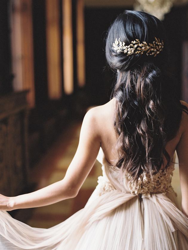 svatbeni pricheski za dalga kosa