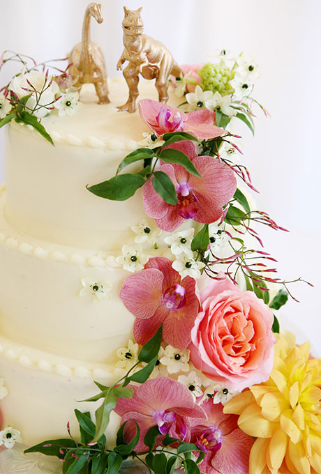 svatbena torta s cvetq