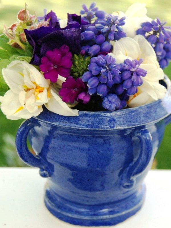 velikdenska dekoraciq s vaza s cvetq