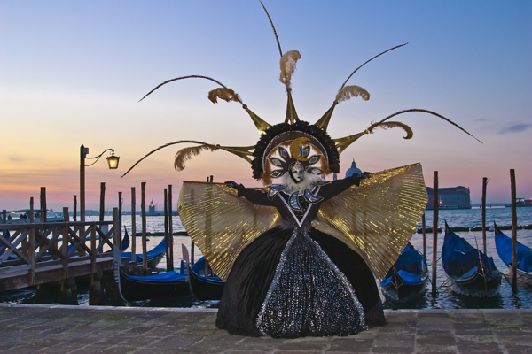 veneciq karnaval cherna roklq zlatisto lodki