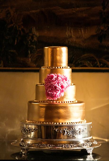 zlatna svatbena torta