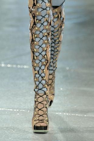 aksesoari-tendencii-gladiator-obuvki-rodarte-resized
