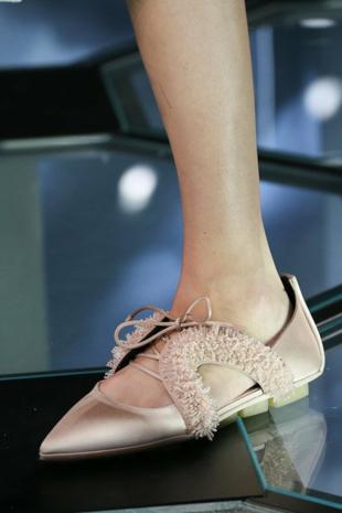 aksesoari-tendencii-niski-obuvki-balenciaga-resized