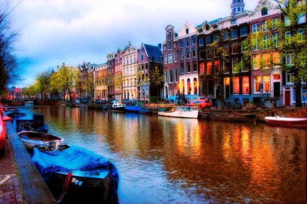 kanal amsterdam lodki sgradi