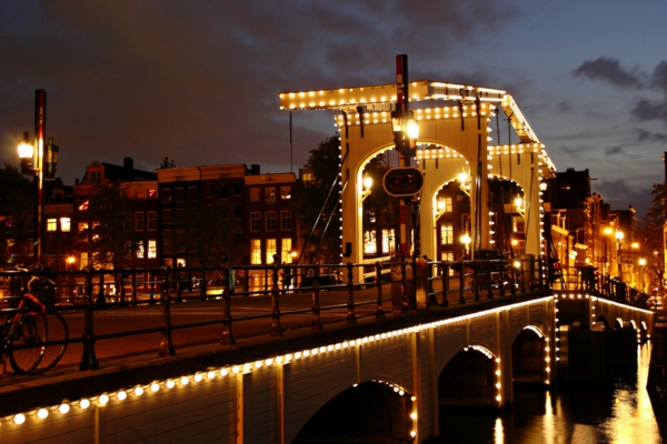 most magere brug amsterdam holandiq