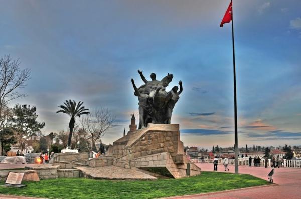 ataturi monument antaliq statuq