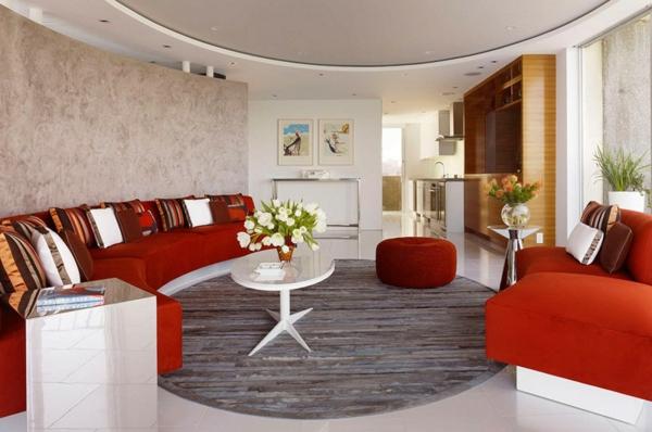 apartament interior divan hol masa oranjevo sivo