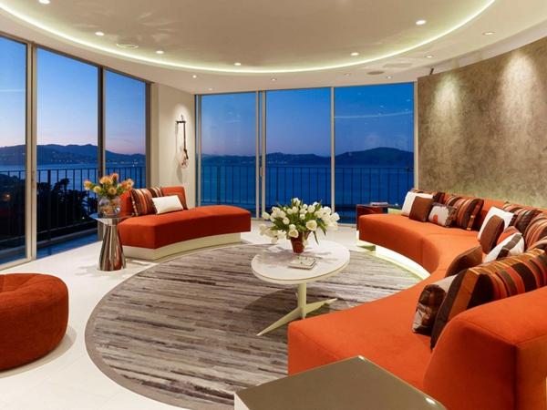 apartament divani interior hol oranjevo cherveno