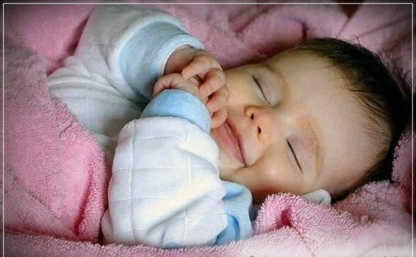 bebe spi fotografiq usmivka