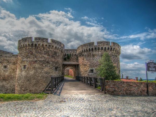 belgrad krepost kalemegdan dvorec kamani