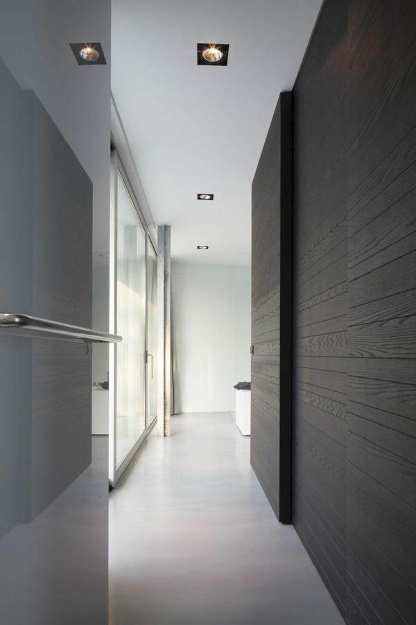 apartament interior cherno i bqlo obzavejdane koridor