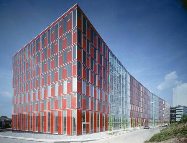 sgrada chervena prozorci fasada duseldorf