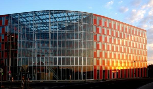 prozorci cherveni sgrada duseldorf stakla