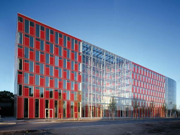chervenata sgrada ofis fasada duseldorf