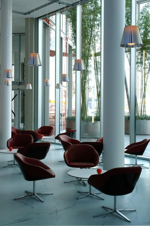 cherveni stolove kafe ofis masi lampi