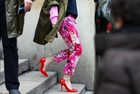 cherveni obuvki florali kombinacii