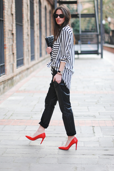 cherveni obuvki kojen pantalon