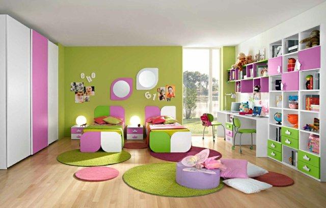 детска стая две момичета бяло зелено лилаво