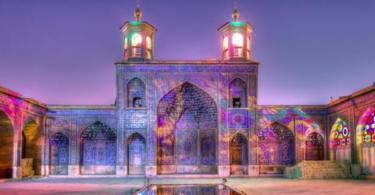 Розовата джамия Nasir al-Mulk в Иран