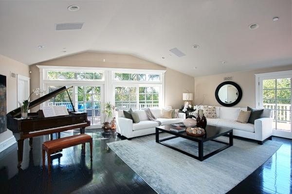 interior dom chaning teitam hol divani beli piano