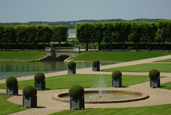 gradini oficialen stil hrasti saksii fontan