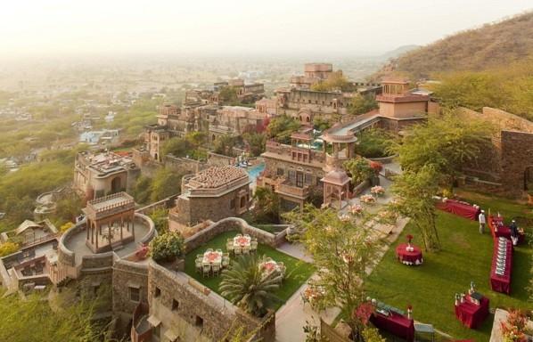 Neemrana Fort dvorec hotel indiq aziq