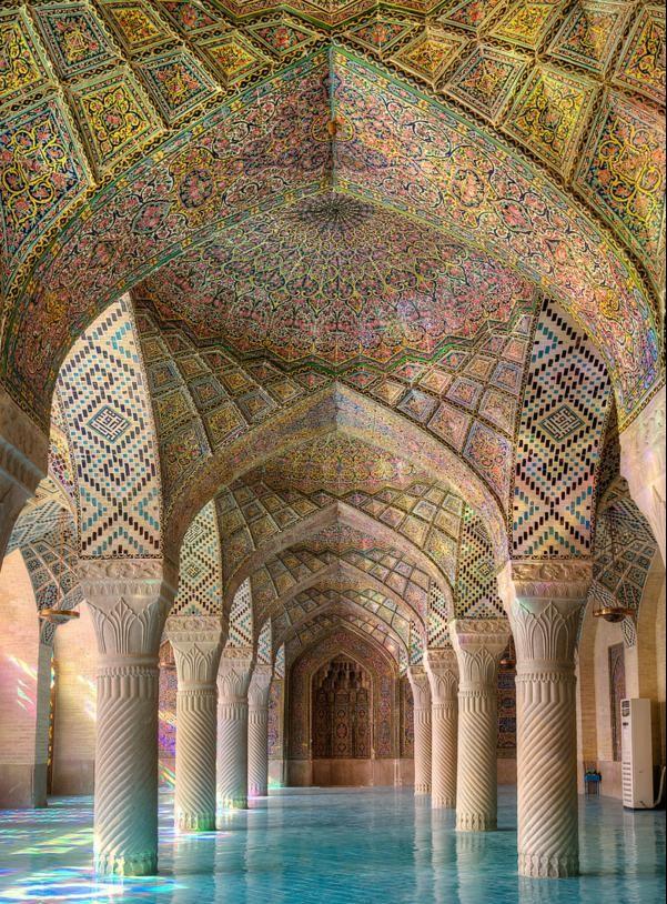 geometrichni formi interior tavan kuloni djamiq