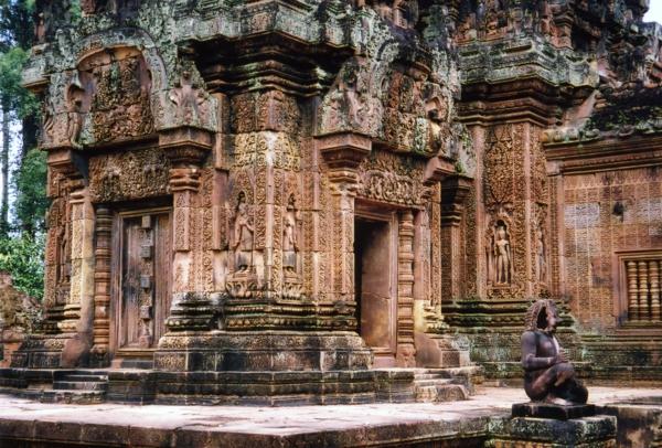 kambodja angkor vat vatbanay sirei kamak skulpturi vrata