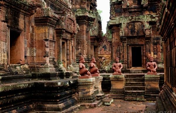 skulpturi hram steni kamak angkor vat