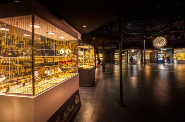 magazini zlato interior koridori cherni