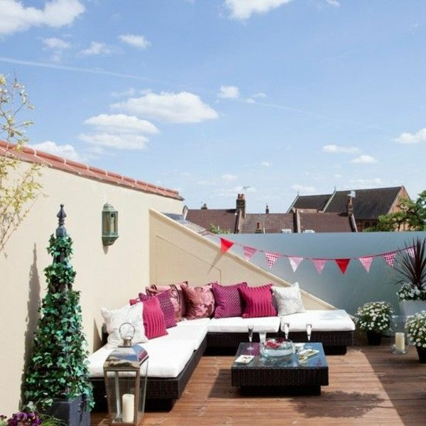 malka terasa idei divan rozovi vazglavnici