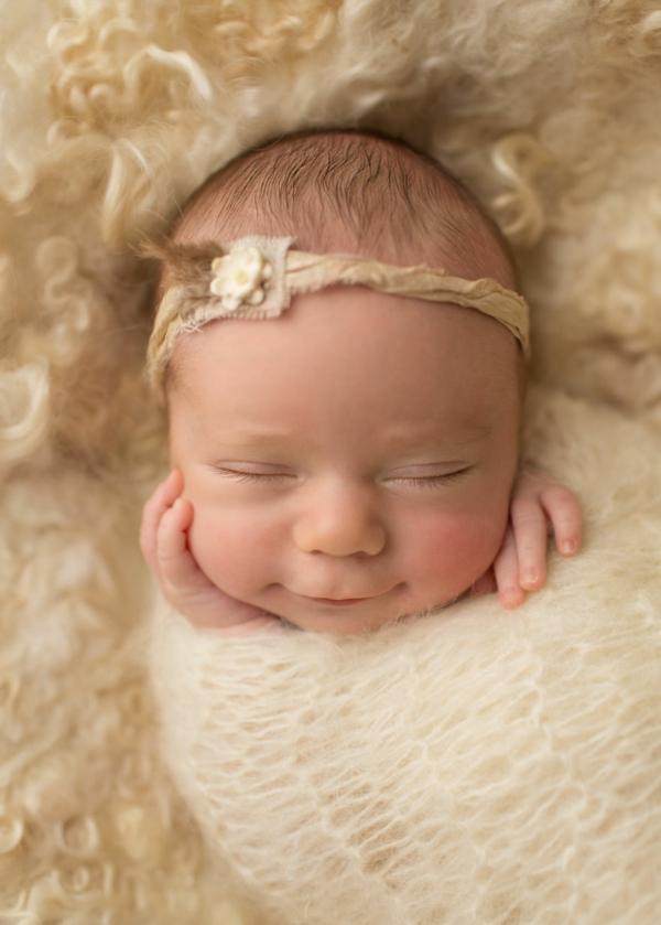 momiche bebe fotografiq usmivka