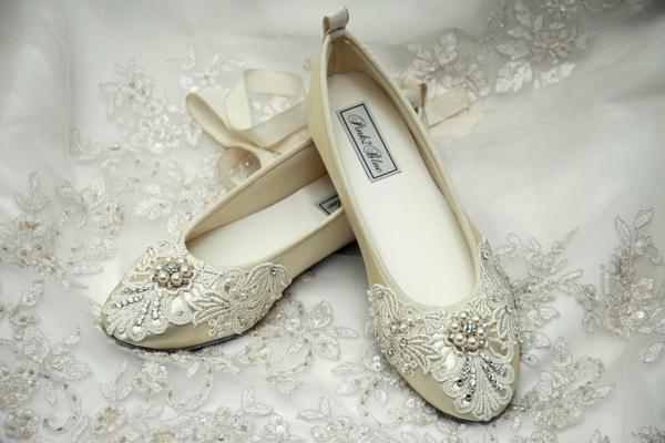 niski obuvki svatbe den dantela perli