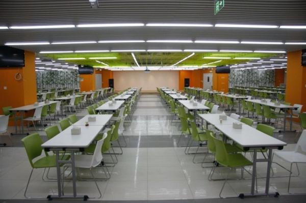 obzavejdane ofis interior stolove masi bqlo zeleno