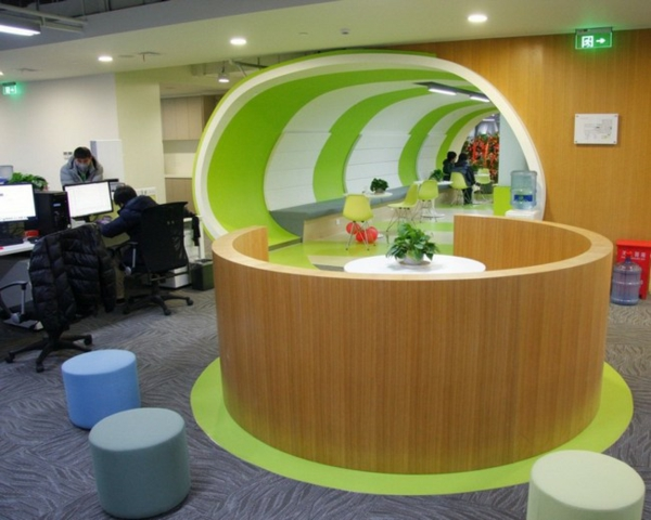 dizain ofis biuro obzavejdane kilim kompiutri