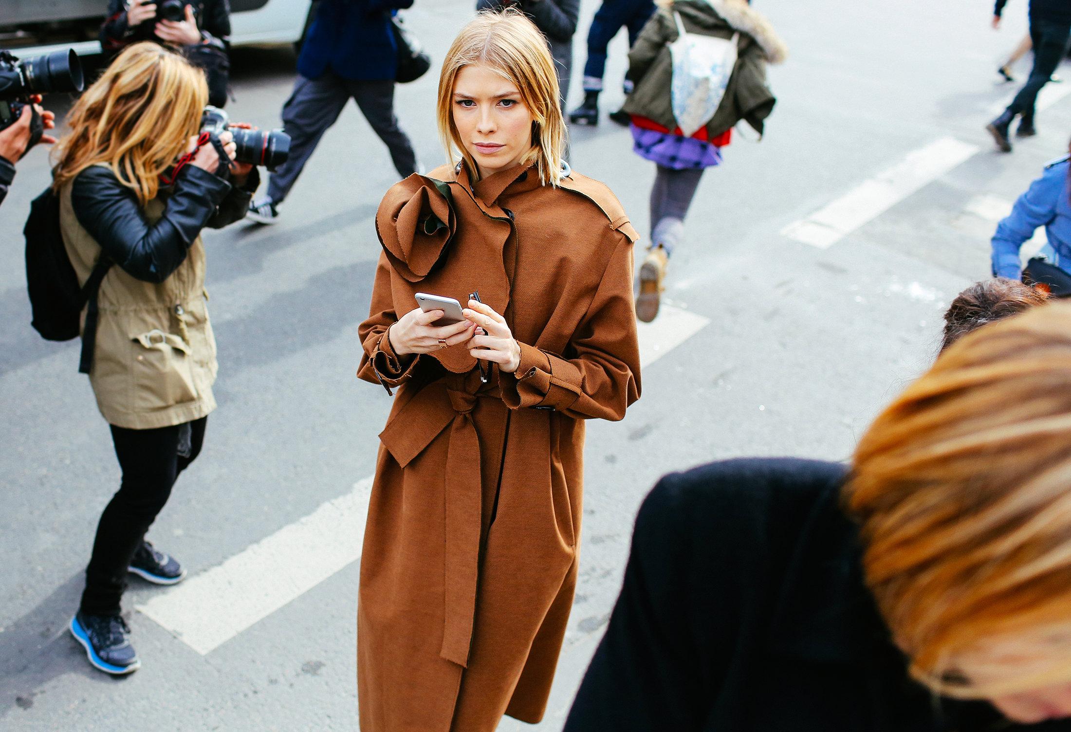 palto kamel parij street style