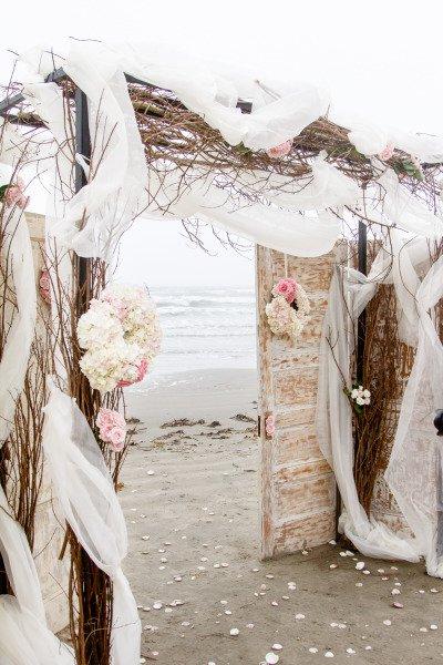 plaj svatba ideq vrata