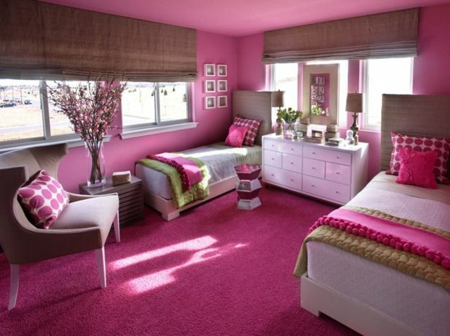 детска стая две момичета в розово