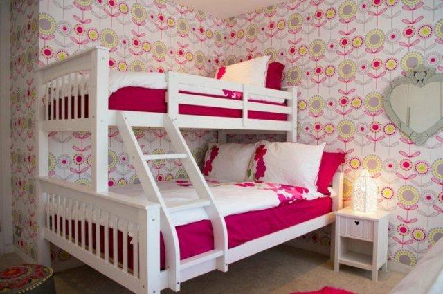 детска стая две момичета двуетажно легло