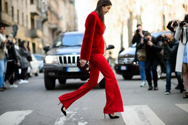 street style milano esen cherven kostum