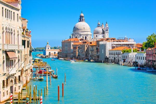 veneciq reka lodki kashti