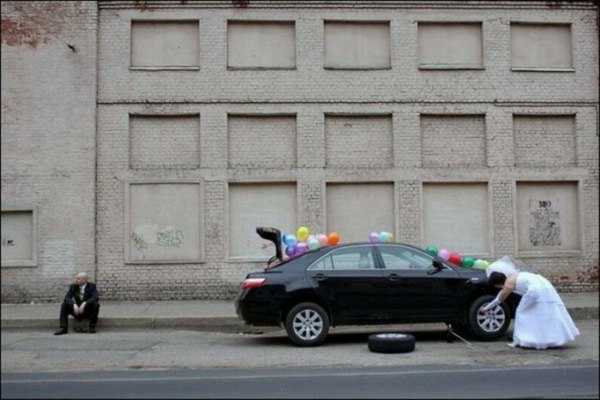 zabavni idei za svatbena fotografiq kola