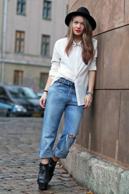 бяла риза с дънки и шапка - стрийт-стайл