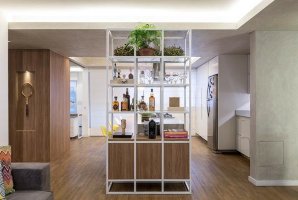 apartament interior obzavejdane mebeli darvo etajerka