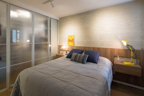 apartament interior spalnq leglo obzavejdane sivo garderob darvo