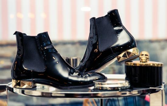 ashli bensan garderob obuvki stil